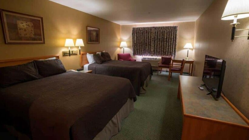 Rooms, Eagle's View Inn & Suites
